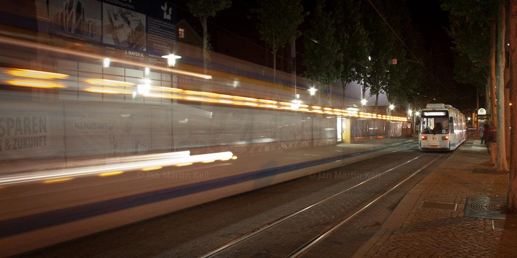 Jena: Haltestelle Löbdergraben mit Straßenbahnen